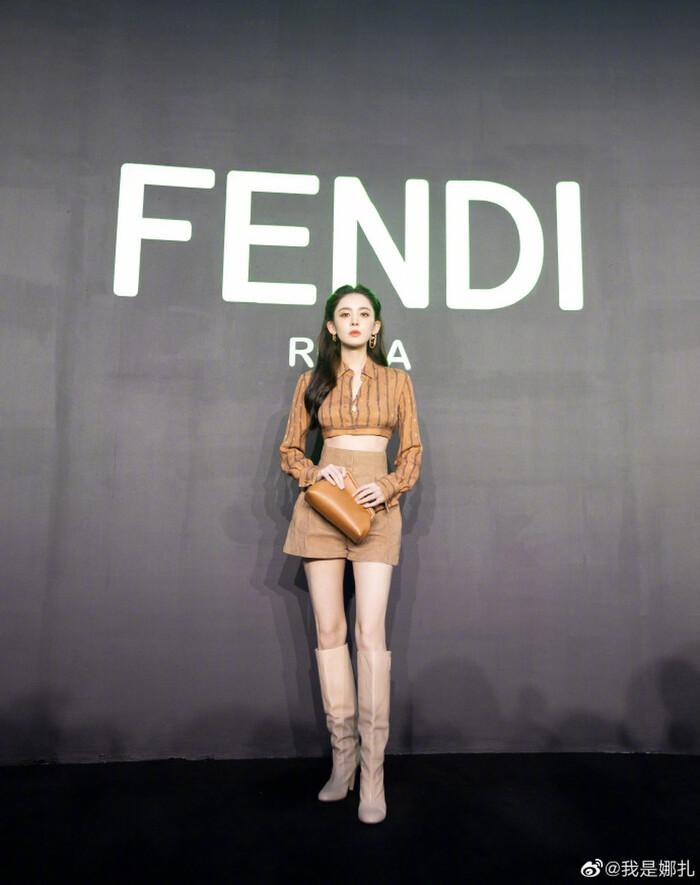 Triệu Vy ăn diện đơn giản visual kém xa đàn em Mỹ nhân Tân Cương tại show Fendi - ảnh 7