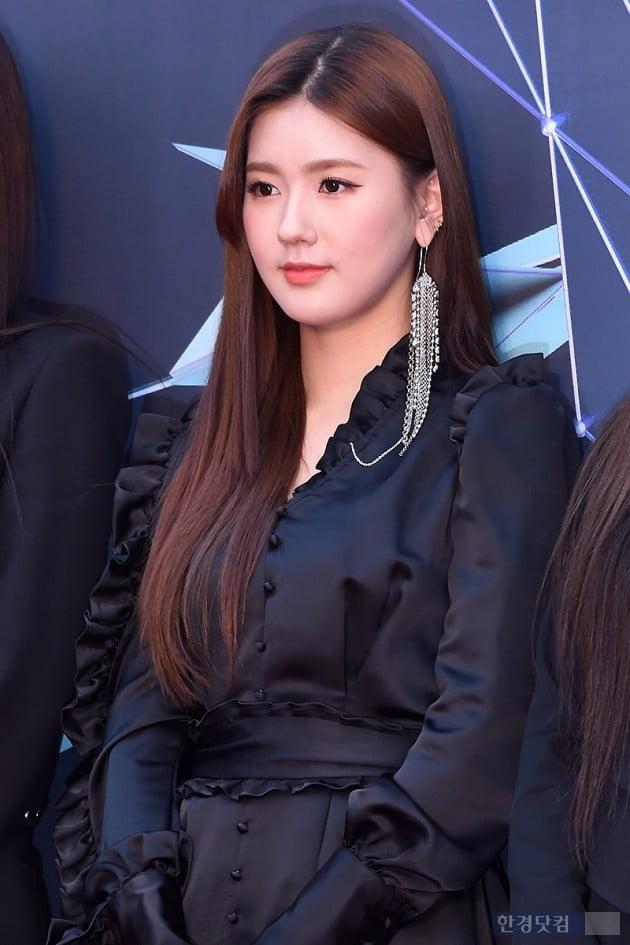 Mi Yeon (G)I-DLE đạt đỉnh cao nhan sắc nhờ giảm mỡ má, thu gọn cằm - ảnh 4