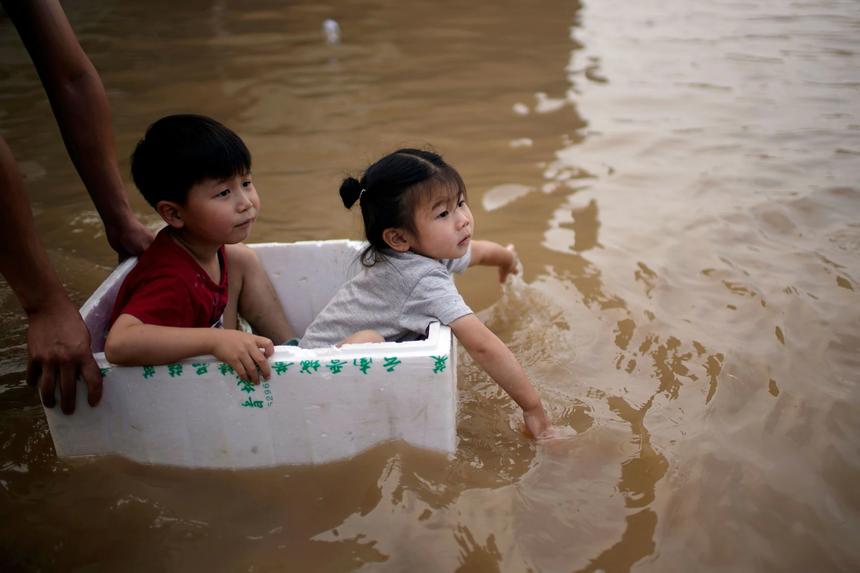 Khung cảnh thành phố iPhone chìm trong biển nước - ảnh 12