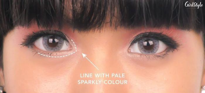 5 mẹo trang điểm nhanh lại đơn giản giúp mắt to và sáng hơn, chị em không thể bỏ qua - ảnh 2