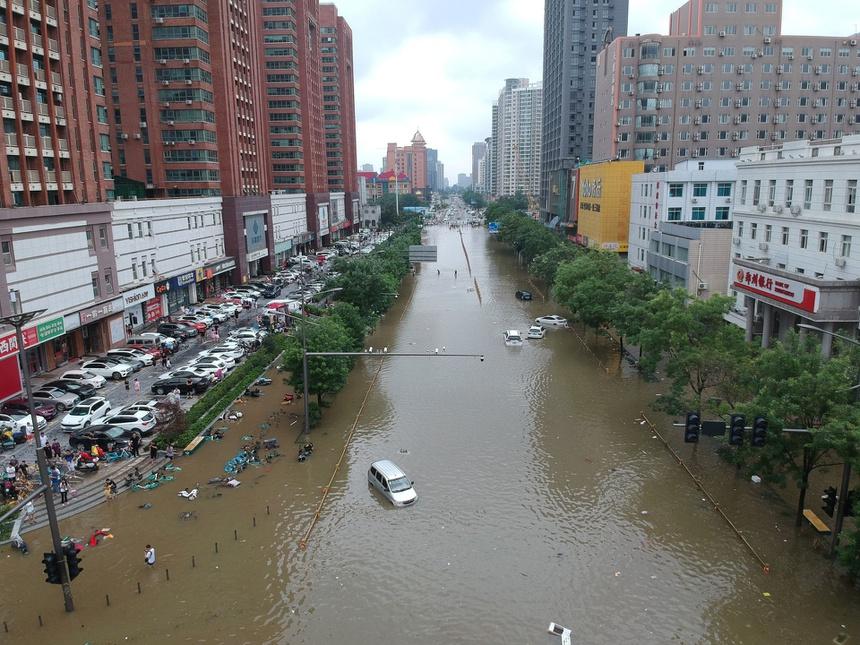 Khung cảnh thành phố iPhone chìm trong biển nước - ảnh 8