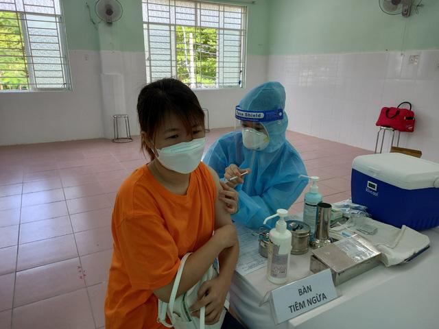 TP.HCM: Tiêm chủng vaccine ngừa COVID-19 an toàn và quản lý chặt khu cách ly - ảnh 2
