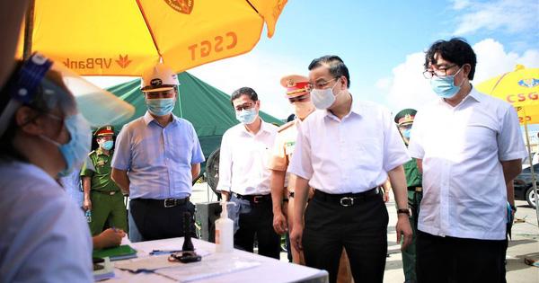 Hà Nội: Cách ly y tế tòa chung cư ở Khu đô thị Ngoại giao đoàn; Khởi tố vụ án hình sự con làm lây lan dịch bệnh truyền nhiễm nguy hiểm cho mẹ - ảnh 15