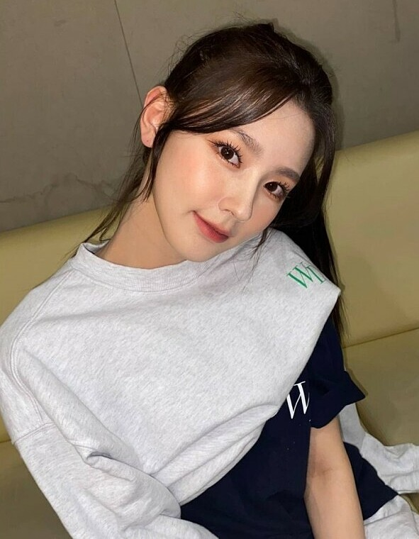 Mi Yeon (G)I-DLE đạt đỉnh cao nhan sắc nhờ giảm mỡ má, thu gọn cằm - ảnh 11