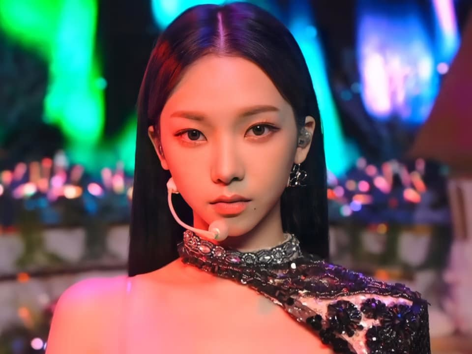 Sana – Jennie – Irene: Ba mỹ nhân có rãnh lưng sâu siêu gợi cảm - ảnh 12