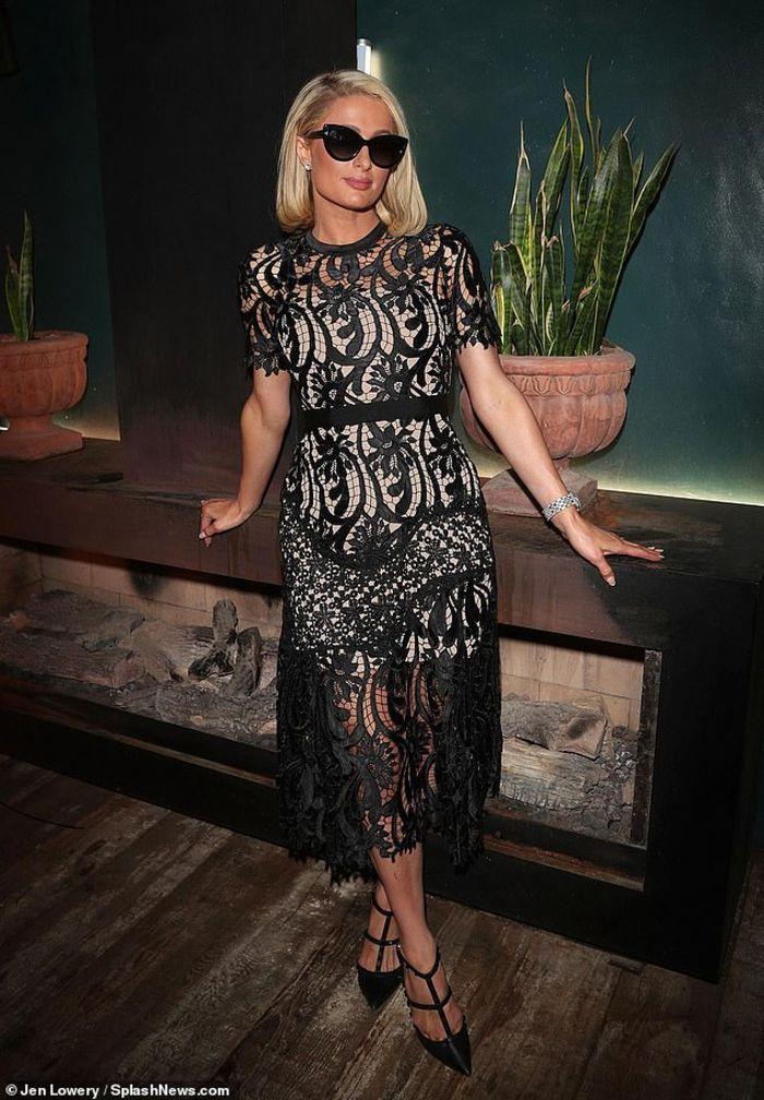 Ở tuổi 40, Paris Hilton nhìn trẻ hơn sau khi cắt tóc - ảnh 3