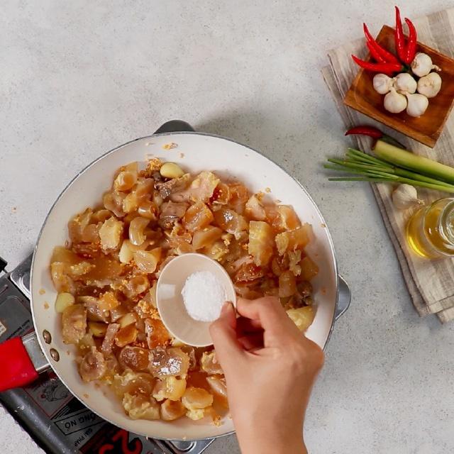 Cuối tuần làm món gân bò cháy tỏi, đậm đà đầy hấp dẫn ăn là ghiền ngay - ảnh 6