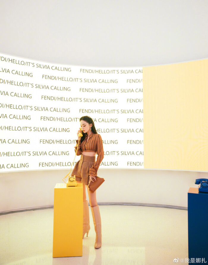 Triệu Vy ăn diện đơn giản visual kém xa đàn em Mỹ nhân Tân Cương tại show Fendi - ảnh 8