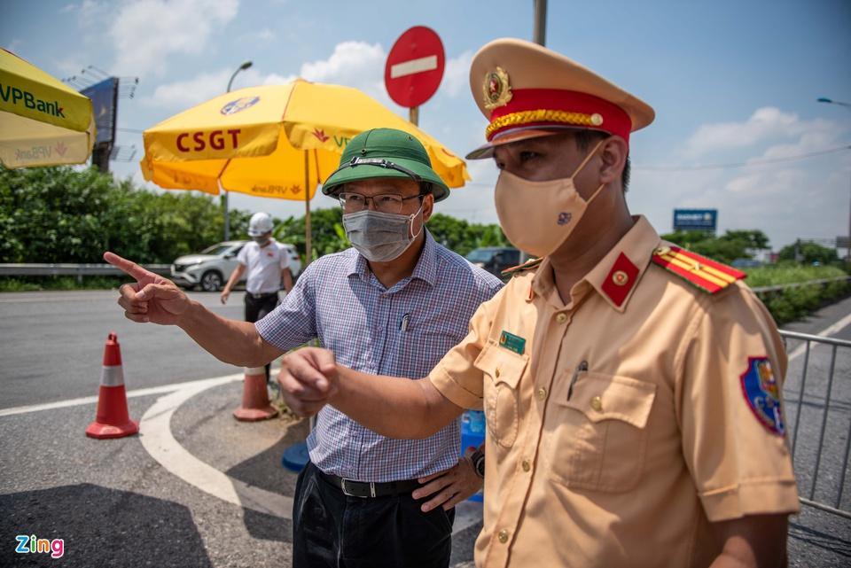 Tài xế tranh luận với CSGT khi Hà Nội cấm xe vào nội thành - ảnh 9