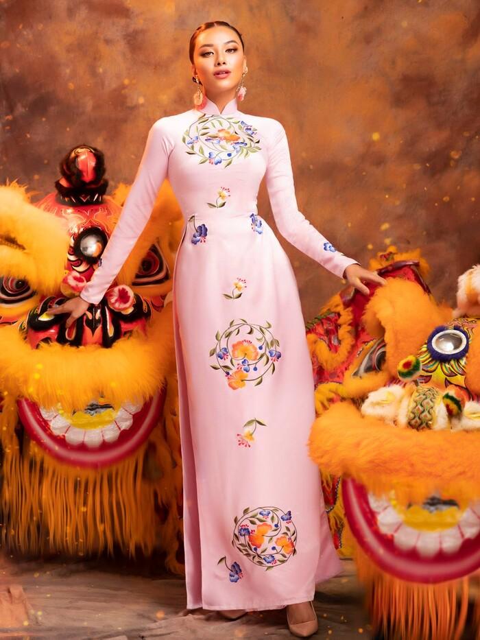 National Costume của Kim Duyên gửi tới Miss Universe mang đậm văn hóa miền Tây: Cầu kì hơn cả Kén Em - ảnh 4