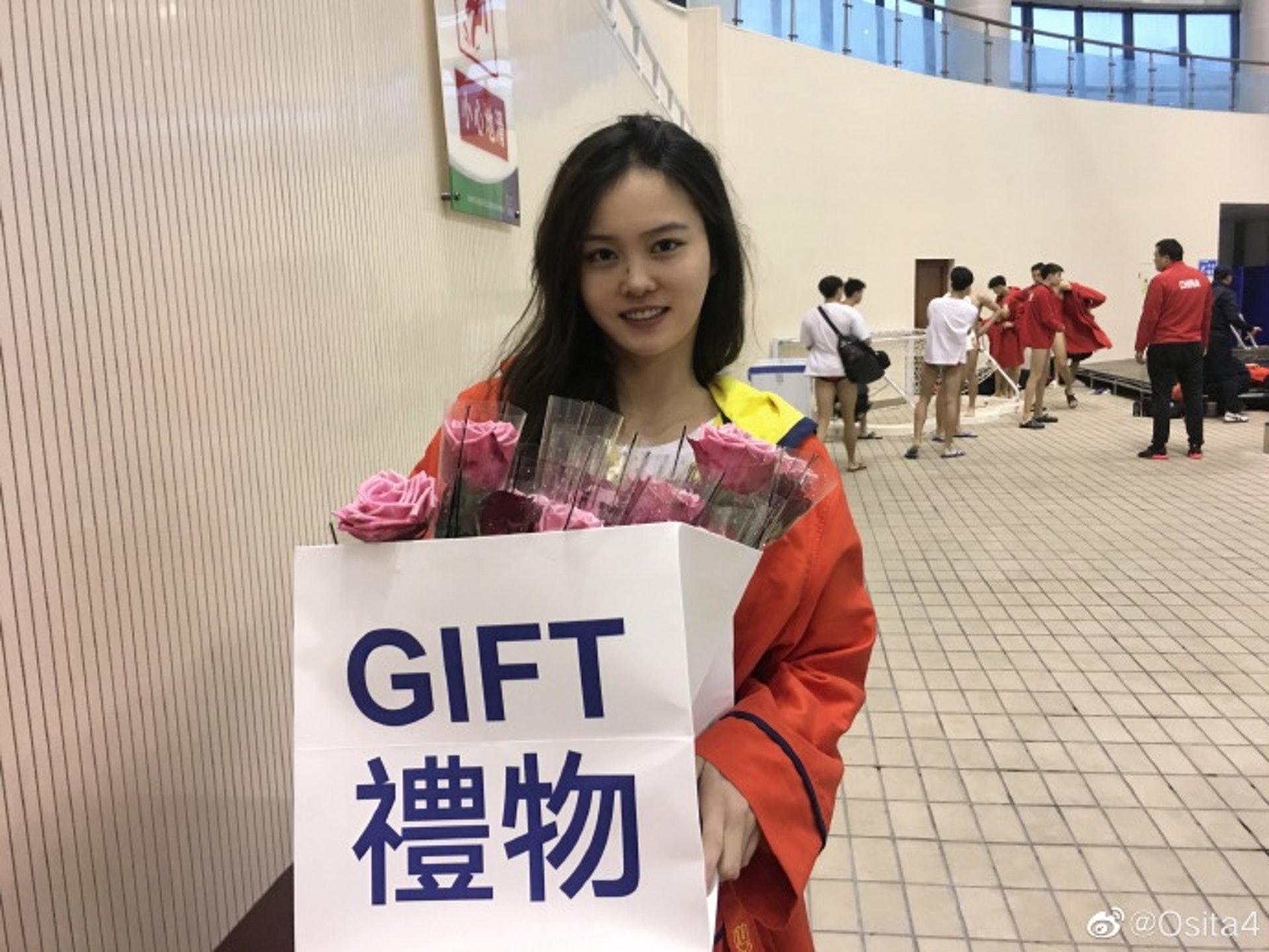 Đội trưởng đội tuyển bóng nước nữ Trung Quốc gây bão MXH vì ngoại hình nổi bật, nhan sắc được so sánh cùng Trương Bá Chi - ảnh 9