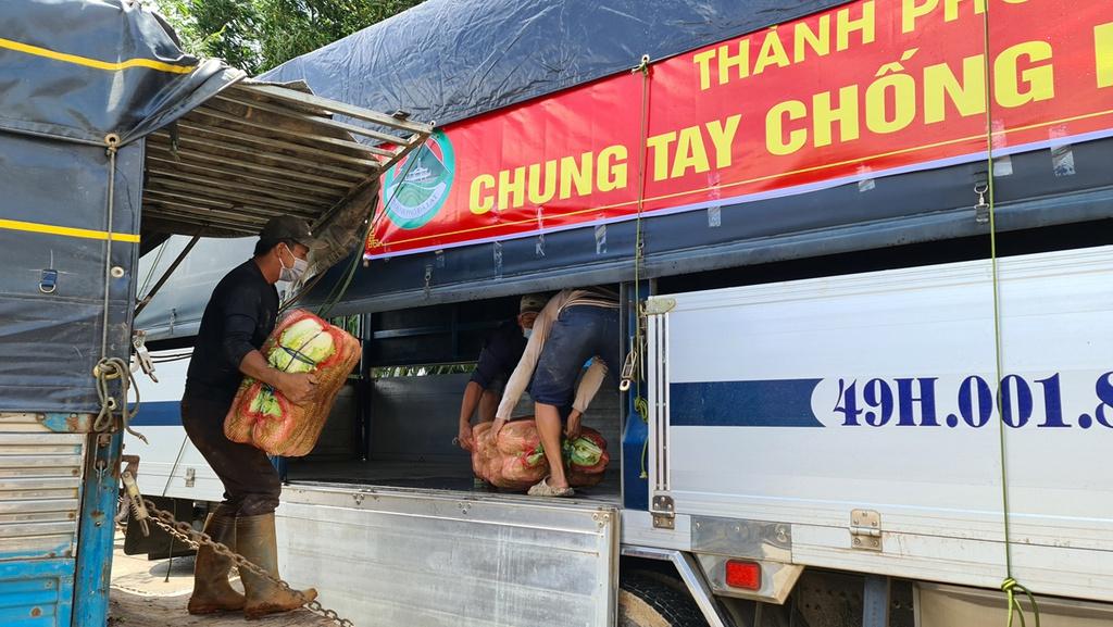 Hơn 250 tấn rau củ từ Đà Lạt hỗ trợ TP.HCM và các tỉnh vùng dịch Covid-19 - ảnh 2