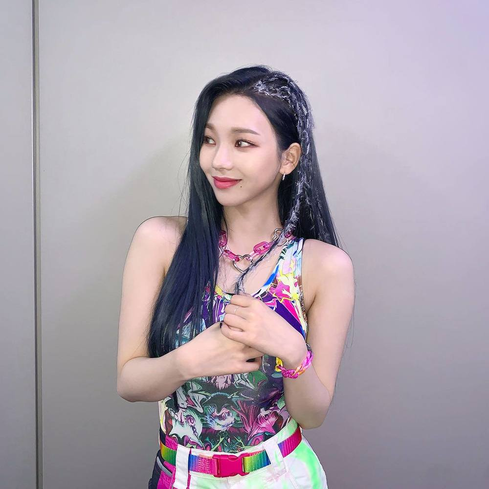 Sana – Jennie – Irene: Ba mỹ nhân có rãnh lưng sâu siêu gợi cảm - ảnh 13