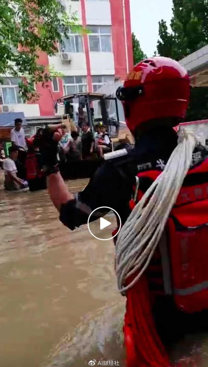 Khung cảnh thành phố iPhone chìm trong biển nước - ảnh 5