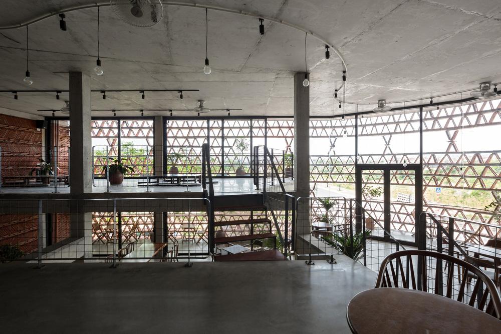 Quán cà phê lấy cảm hứng từ cành cây và hang động của người tiền sử ở Hà Nội đẹp lạ trên báo Mỹ - ảnh 11