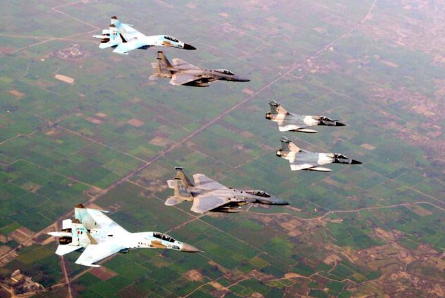 Vì sao NATO căm ghét phi đội máy bay chiến đấu hạng nặng Su-27? - ảnh 16
