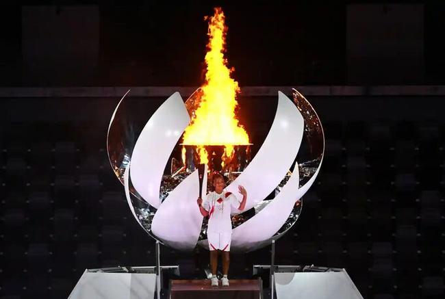 Chân dung nữ VĐV vinh dự thắp đuốc khai mạc Olympic Tokyo 2020: Tài giỏi, xinh đẹp và nói cảm ơn Meghan với lý do đặc biệt - ảnh 2