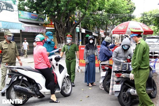 Đà Nẵng lập chốt kiểm tra ngẫu nhiên, phạt người ra đường không lý do - ảnh 4
