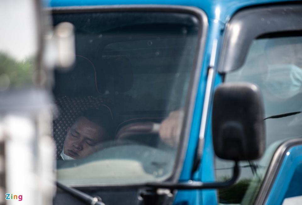 Tài xế tranh luận với CSGT khi Hà Nội cấm xe vào nội thành - ảnh 7