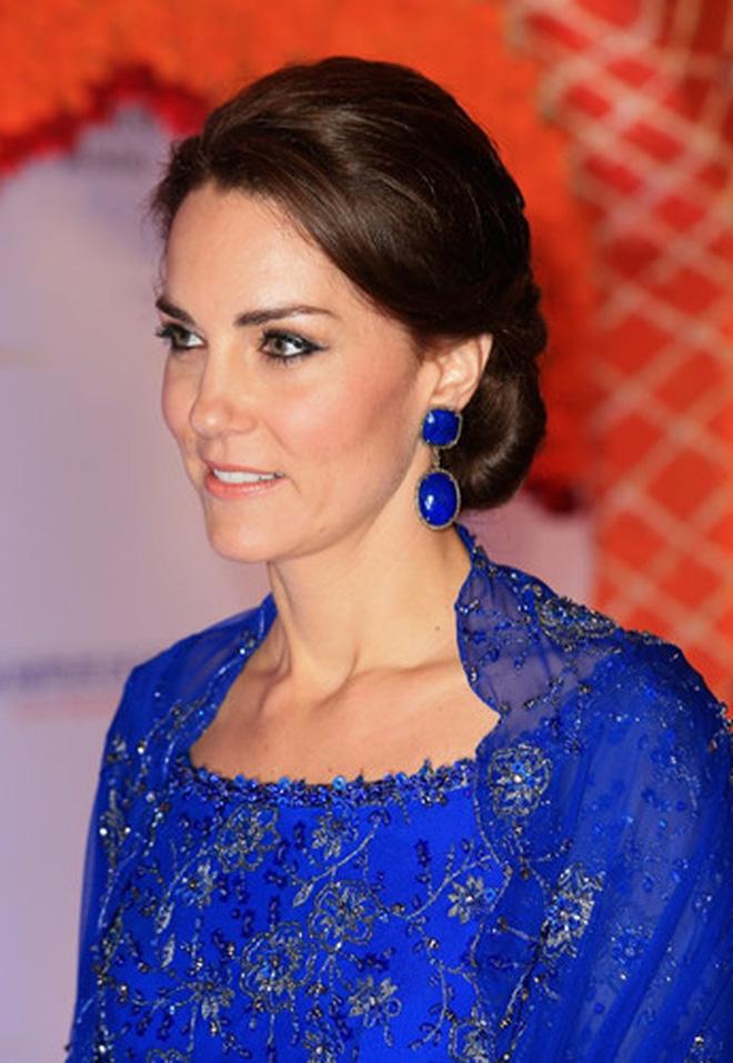 Công nương Kate luôn đeo 1 chiếc dây chuyền siêu giản dị, ý nghĩa đằng sau khiến ai nấy xúc động - ảnh 7