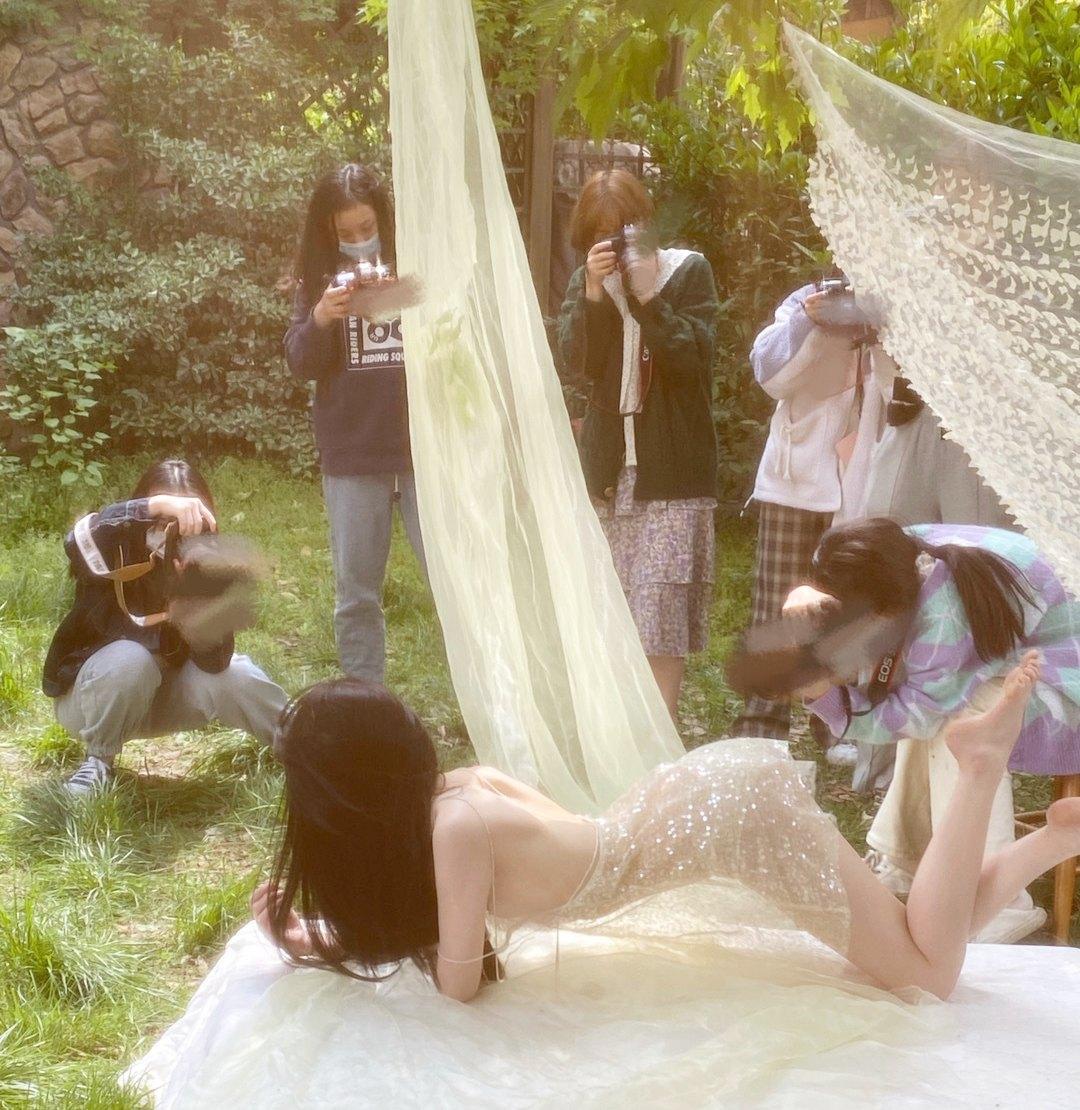 Phía sau hậu trường những bộ ảnh thời trang mãn nhãn của giới trẻ Trung Quốc - ảnh 4