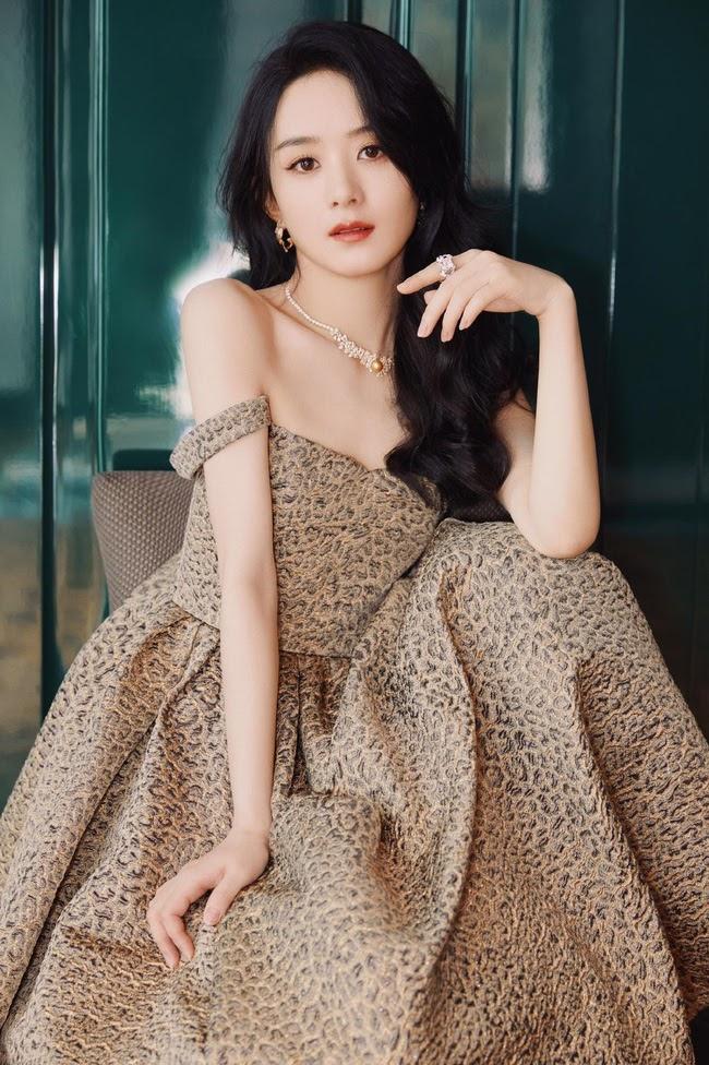 """Triệu Lệ Dĩnh đẹp ná thở trên thảm đỏ, lấn lướt Cảnh Điềm """"đệ nhất mỹ nữ Bắc Kinh"""" - ảnh 4"""