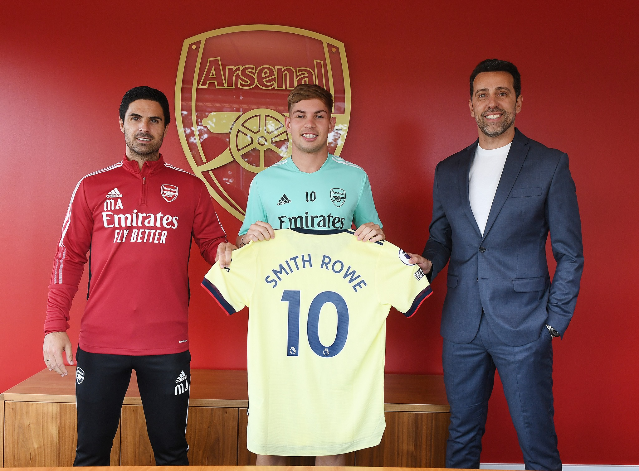 Arsenal chính thức ký HĐ với số 10 mới thay thế Ozil - ảnh 2