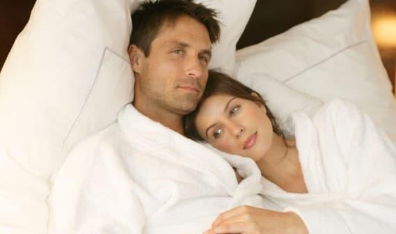 ''Đời sống vợ chồng'' nên thực hiện buổi sáng hay buổi tối tốt hơn? Hầu hết mọi người đang làm điều đó sai - ảnh 2