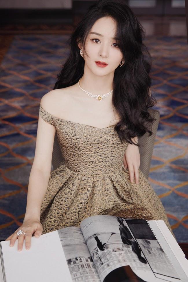 """Triệu Lệ Dĩnh đẹp ná thở trên thảm đỏ, lấn lướt Cảnh Điềm """"đệ nhất mỹ nữ Bắc Kinh"""" - ảnh 5"""