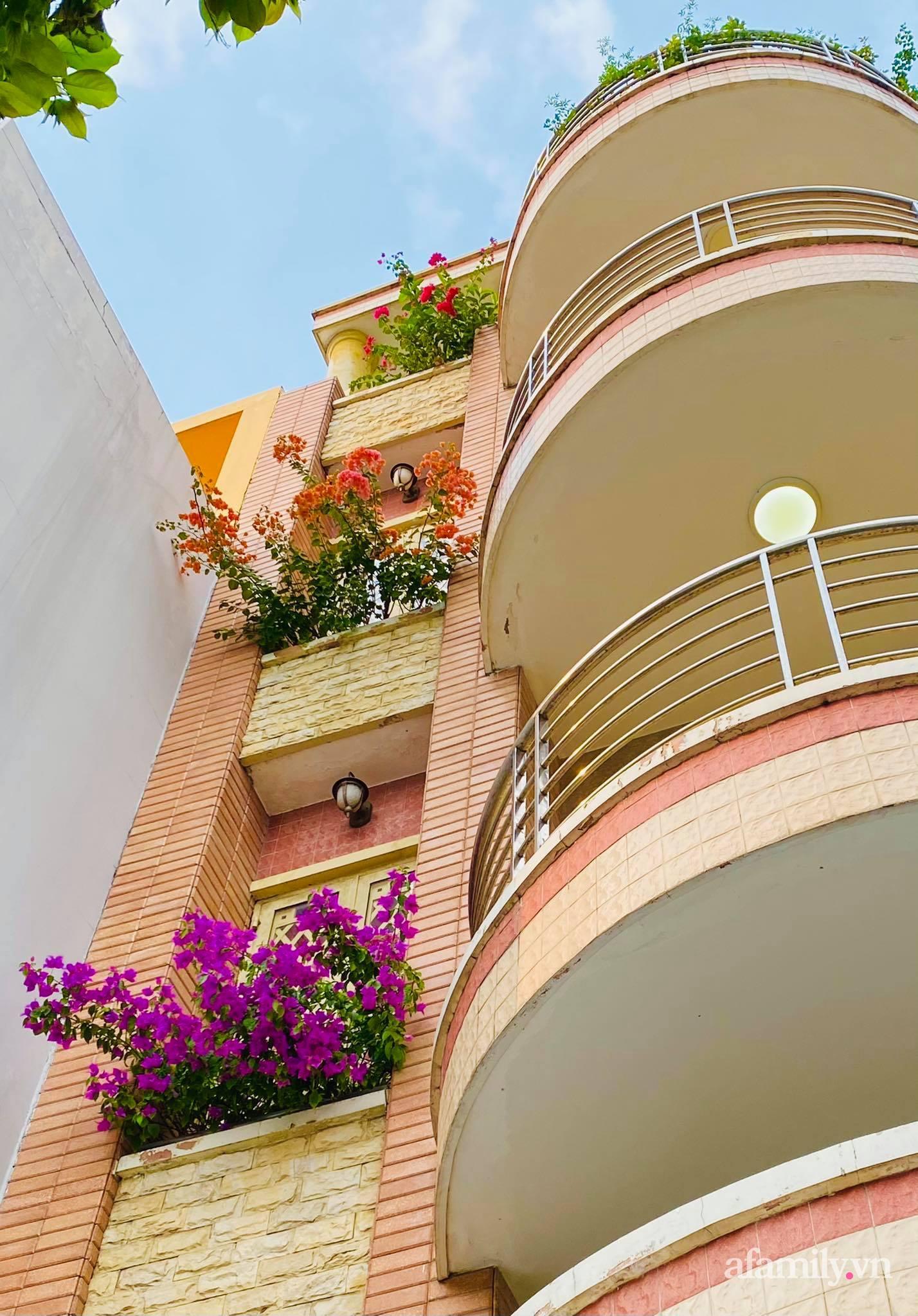 Sân thượng phủ kín hoa hồng và rau quả sạch ở Sài Gòn của Hoa hậu Janny Thủy Trần - ảnh 24