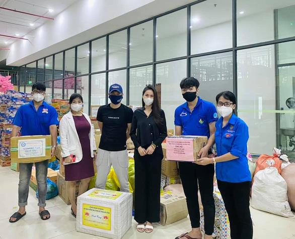Nhận từ Hà Tĩnh gửi TP.HCM 100 tấn gạo, Thủy Tiên và Công Vinh cầu cứu tình nguyện viên - ảnh 2