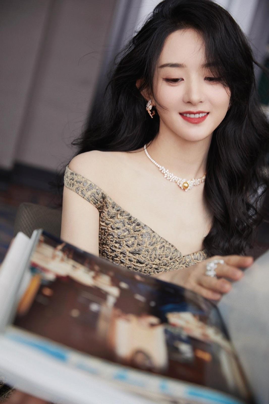 """Triệu Lệ Dĩnh đẹp ná thở trên thảm đỏ, lấn lướt Cảnh Điềm """"đệ nhất mỹ nữ Bắc Kinh"""" - ảnh 2"""