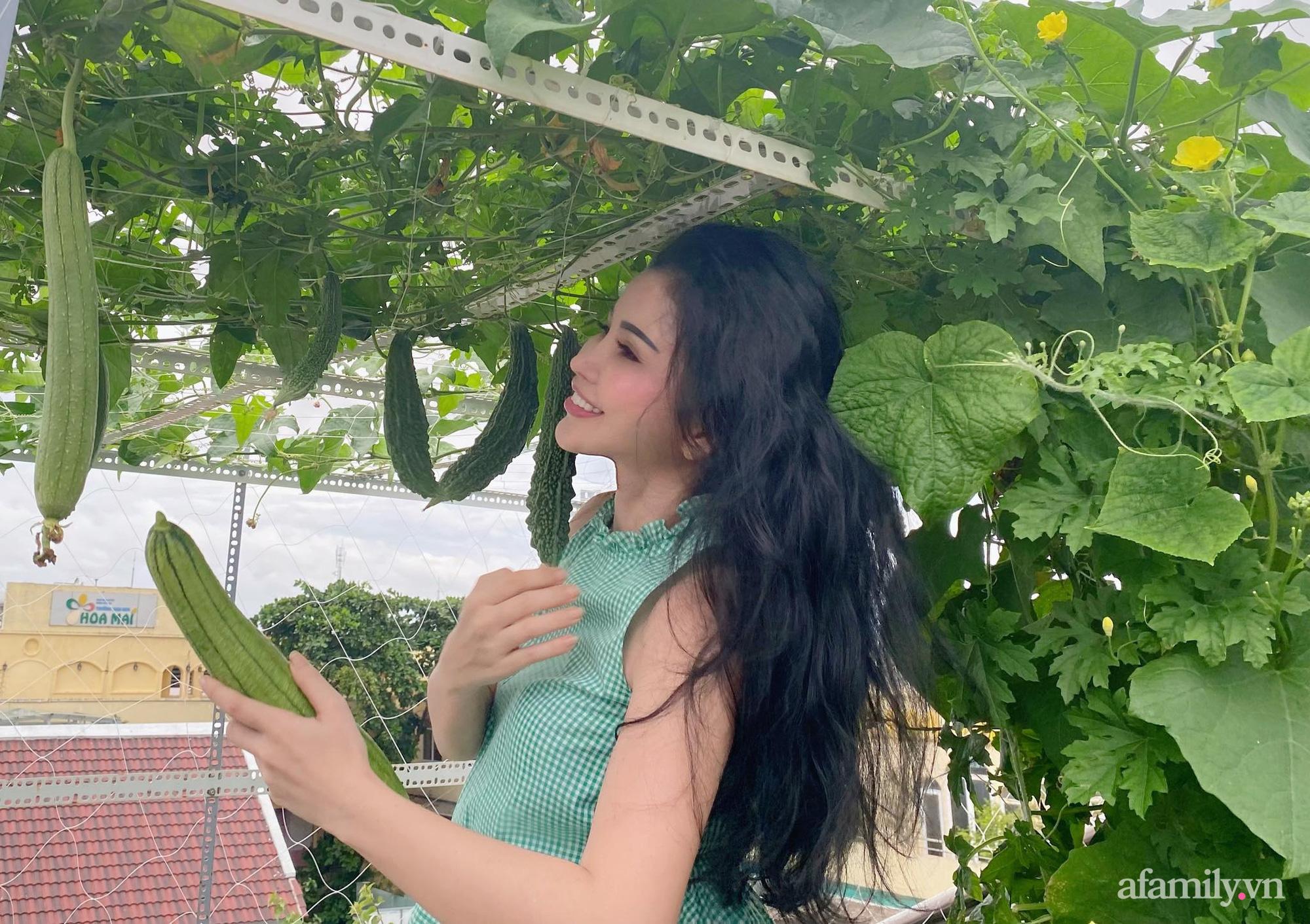 Sân thượng phủ kín hoa hồng và rau quả sạch ở Sài Gòn của Hoa hậu Janny Thủy Trần - ảnh 27