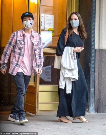 """Bóc trần bí mật của Brad Pitt – Angelina Jolie: Dàn xếp paparazzi giả vờ chụp lén để """"tẩy trắng"""" sau khi """"cắm sừng"""" vợ cũ Jennifer - ảnh 6"""