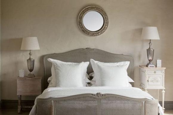 Người xưa có câu ''Treo ba thứ ở đầu giường khó làm giàu vì gặp nhiều tai ương'', không nên treo ba thứ nào? - ảnh 1