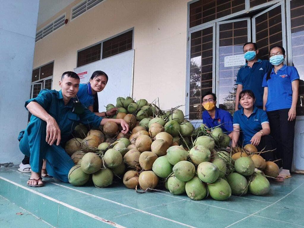 Cách người dân xứ dừa Bến Tre tiếp sức cho tuyến đầu tại TP.HCM - ảnh 2
