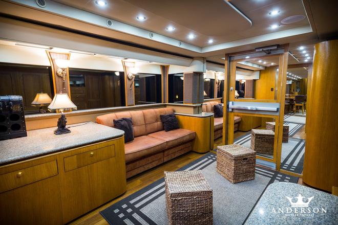 Mobihome 'siêu to siêu khổng lồ' 2,5 triệu USD của Will Smith: Biệt thự hai tầng, phòng tắm tiện nghi như spa, phòng chiếu phim như rạp hát - ảnh 8