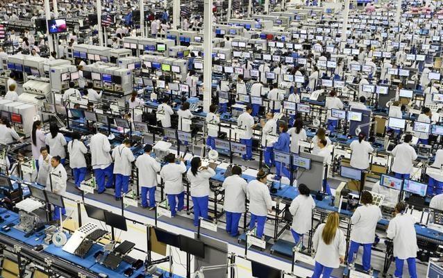 Tuyển kỷ lục 10.000 nhân công một ngày, nhà máy Foxconn chạy hết tốc lực để sản xuất iPhone 13 - ảnh 2