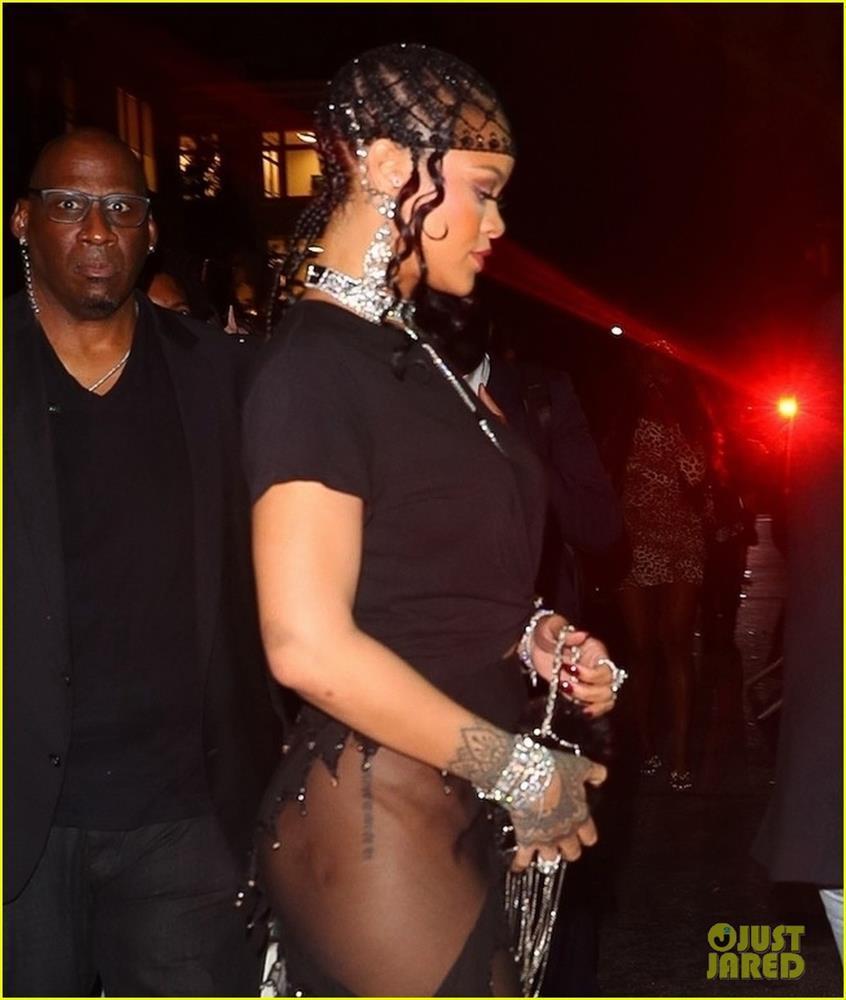 Hậu Met Gala 2021: Kim Kardashian lộ mặt, Rihanna khoe hông - ảnh 10