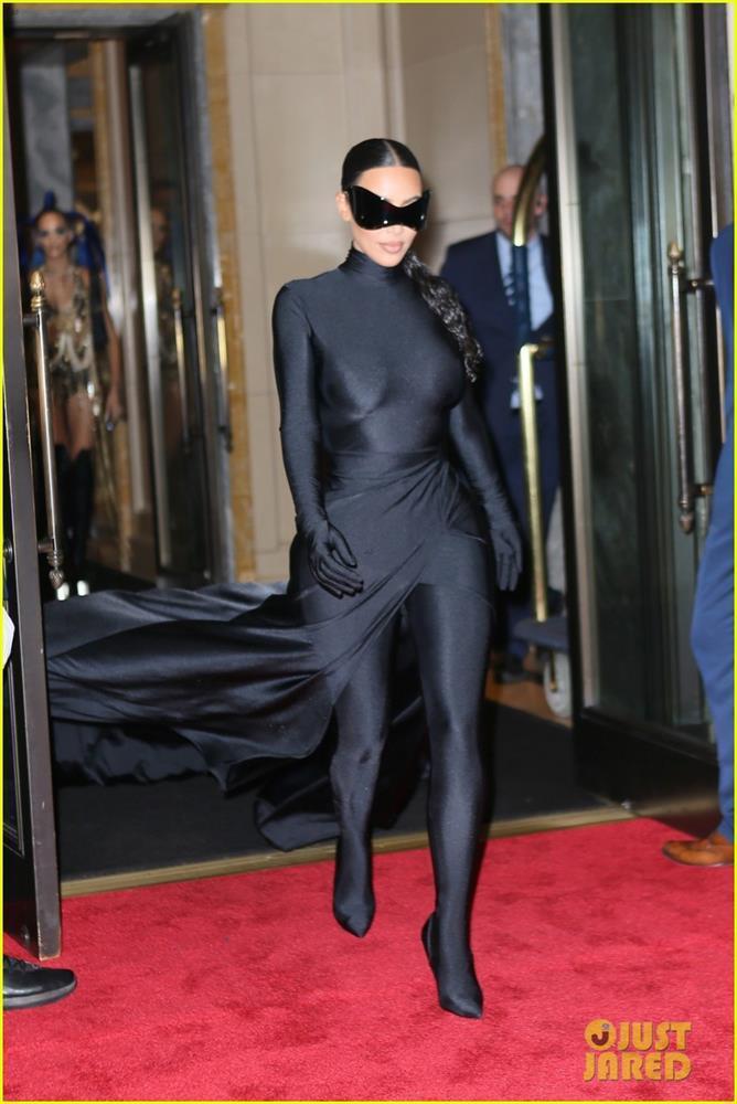 Hậu Met Gala 2021: Kim Kardashian lộ mặt, Rihanna khoe hông - ảnh 5