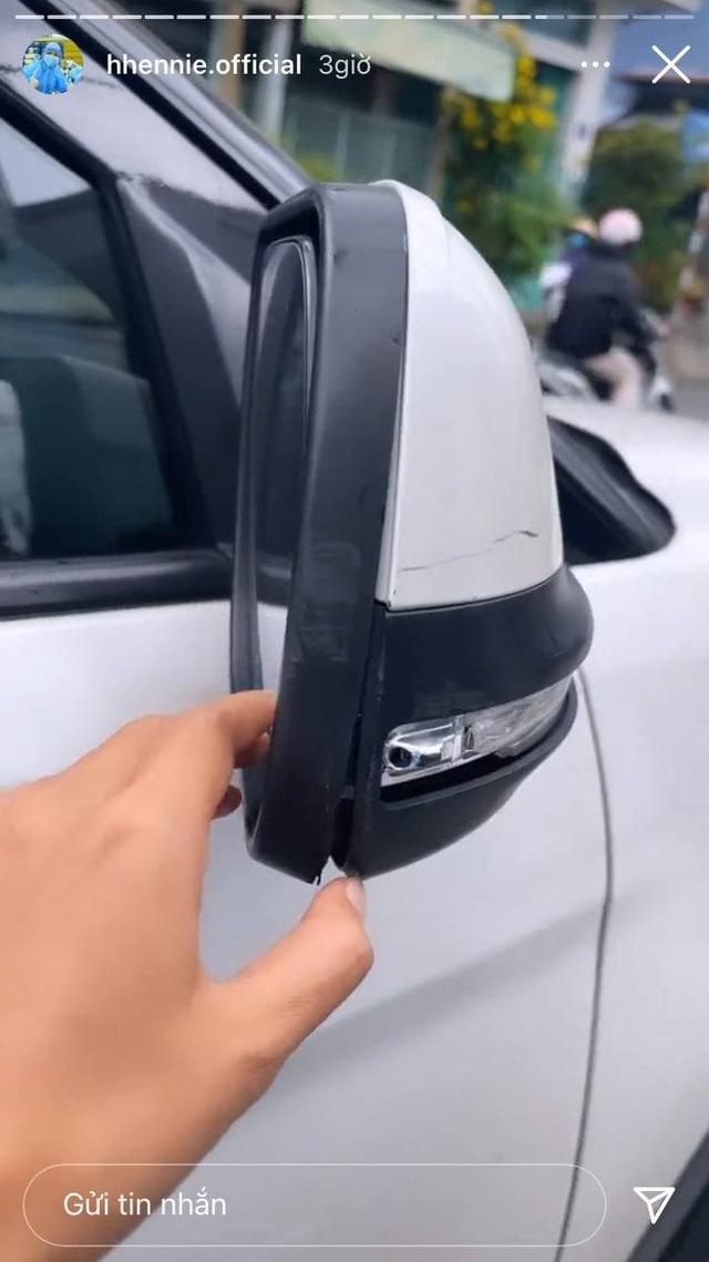 Ford Explorer của Hoa hậu H''Hen Niê ''trọng thương'' khi đi tiếp tế, nàng hậu bóc tách từ tai nạn cho CĐM ''hóng'' cùng - ảnh 2
