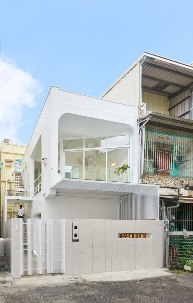 Nội thất đẹp của căn nhà 36 m2 bên ngoài hoài cổ, bên trong hiện đại - ảnh 1
