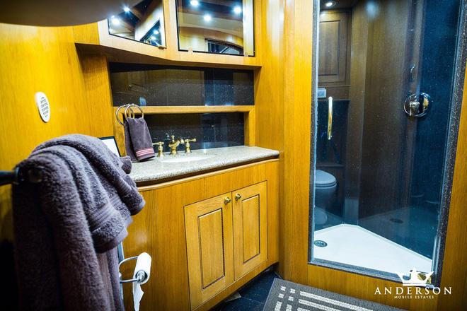 Mobihome 'siêu to siêu khổng lồ' 2,5 triệu USD của Will Smith: Biệt thự hai tầng, phòng tắm tiện nghi như spa, phòng chiếu phim như rạp hát - ảnh 7