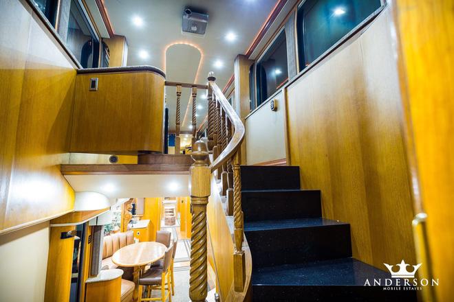 Mobihome 'siêu to siêu khổng lồ' 2,5 triệu USD của Will Smith: Biệt thự hai tầng, phòng tắm tiện nghi như spa, phòng chiếu phim như rạp hát - ảnh 6