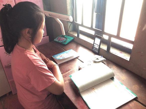 Bình Phước: Hơn 20% học sinh các cấp không có thiết bị học tập trực tuyến - ảnh 1