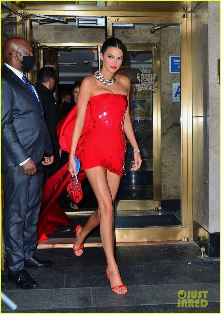 Hậu Met Gala 2021: Kim Kardashian lộ mặt, Rihanna khoe hông - ảnh 4