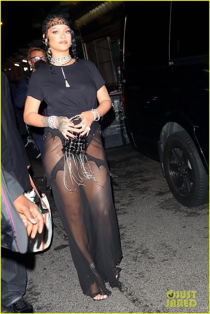 Hậu Met Gala 2021: Kim Kardashian lộ mặt, Rihanna khoe hông - ảnh 9