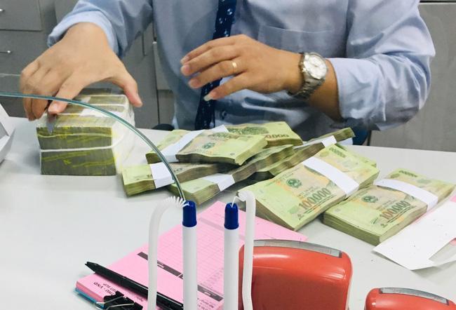 Kinh tế nóng nhất: Dân gửi tiền ngân hàng nào có lãi cao nhất? - ảnh 1