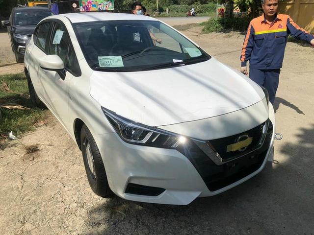 Nissan Almera bản ''taxi'' về đại lý: Mâm thép, ''cắt'' nhiều option nhưng động cơ mạnh hơn bản ''full'', giá 469 triệu đồng - ảnh 1
