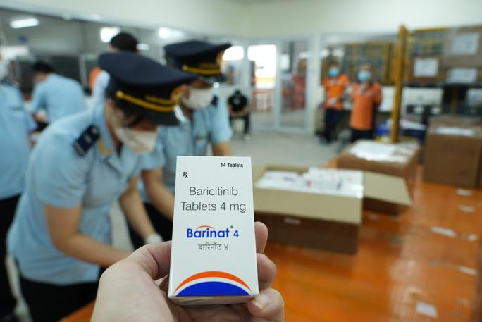Hơn 60.000 viên thuốc điều trị Covid-19 ''nguỵ trang'' là quà biếu về Việt Nam - ảnh 2